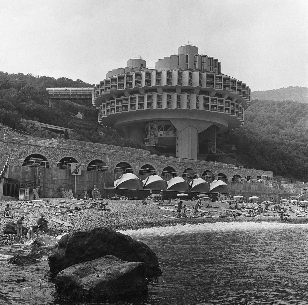Вид чехословацко-советского пансионата «Дружба» в Ялте