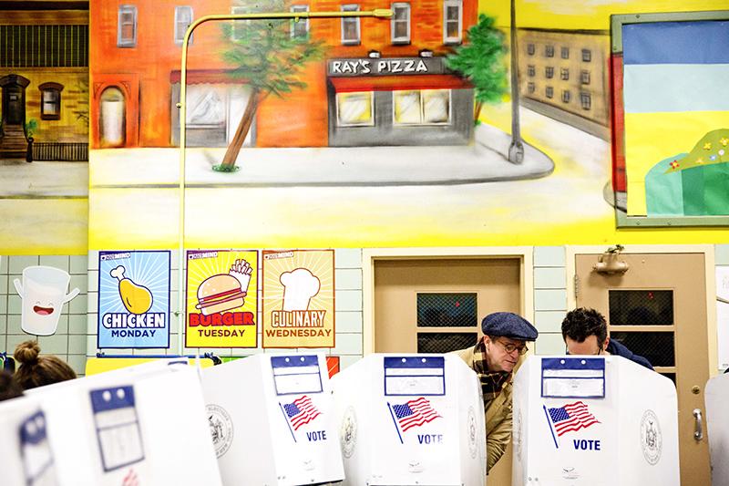 Избирательный участок вкафетерии Нью-Йорка