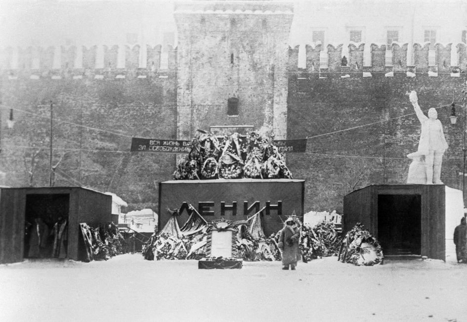 Первый деревянны Мавзолей им. В. И. Ленина