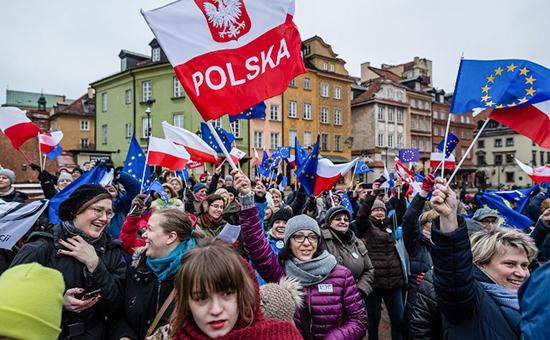 Акция протеста в поддержку свободы СМИ в Польше