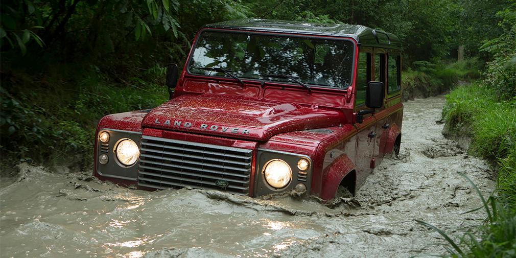 Land Rover Defender (представитель Нижегородской области Владимир Лебедев)