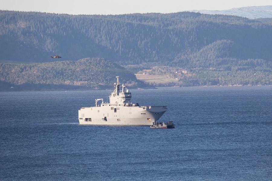 Французский десантный корабль-амфибия Dixmude