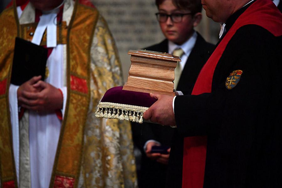 Прах физика был погребен в Вестминстерском аббатстве в Лондоне рядом с могилами других известных ученых — Исаака Ньютона и Чарлза Дарвина.