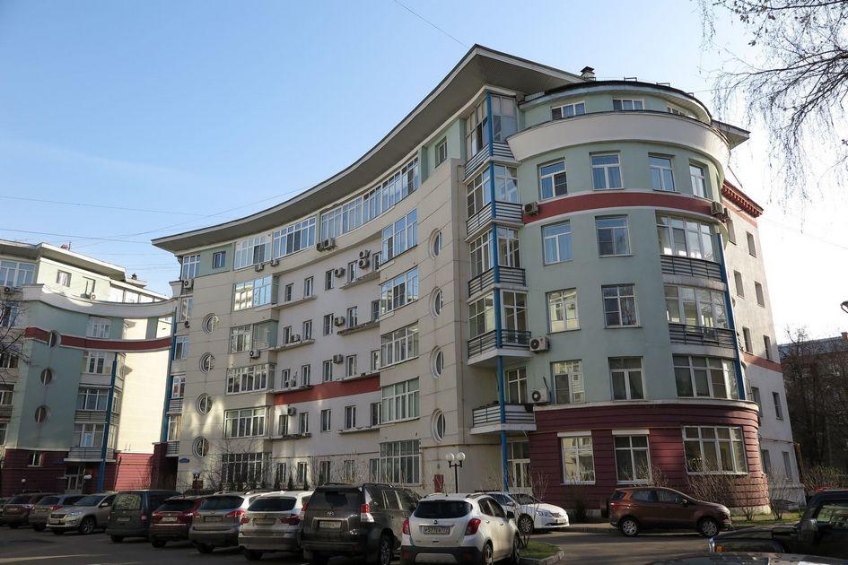 Обстроенные дома на 1-й Владимирской улице в московском районе Перово. Этот район занял второе место по количеству пятиэтажек, которые разрушат в рамках реновации: здесь снесут 194 хрущевки