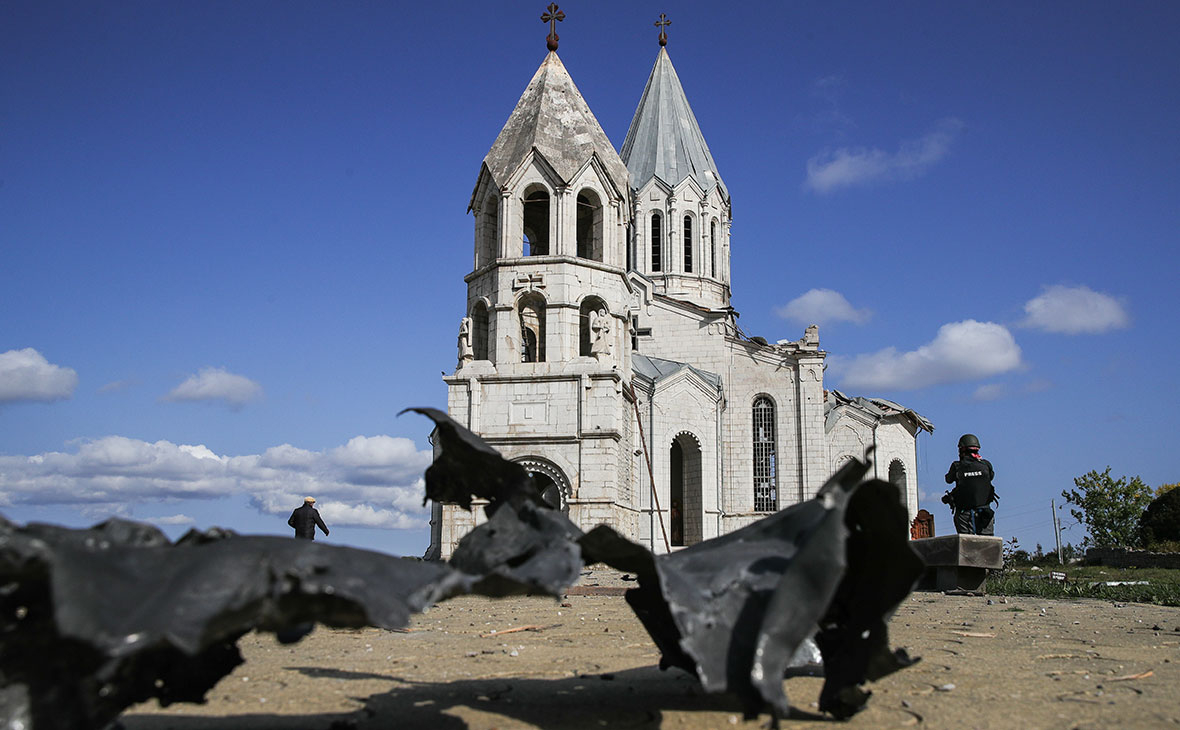 Собор Святого Христа Всеспасителя после обстрела со стороны Азербайджана.Нагорный Карабах. Шуши