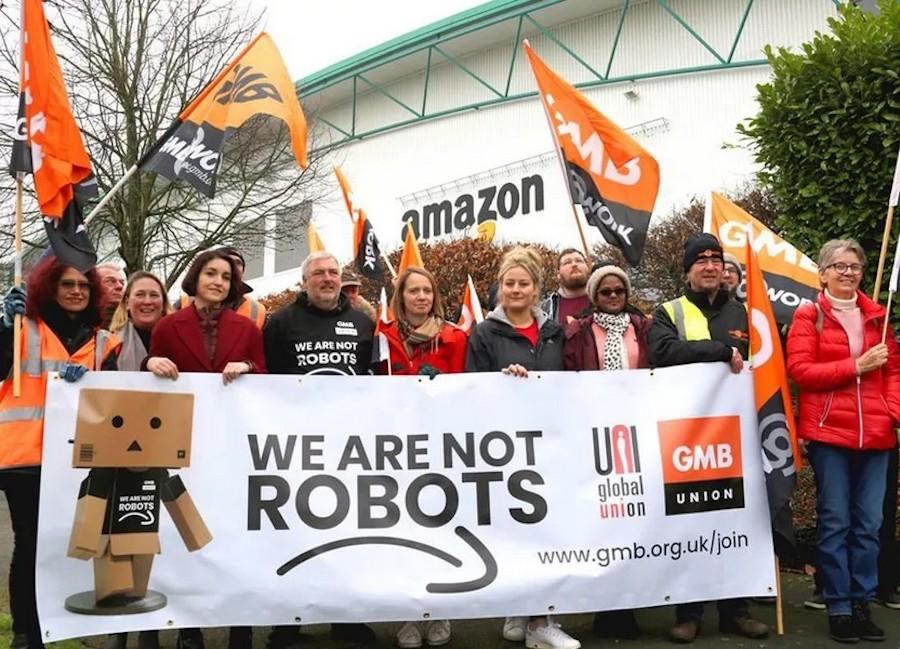 Работники складов Amazon протестуют против условий работы