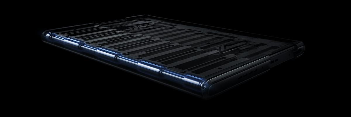 Направляющие внутри смартфона, светлым выделена та самая ось