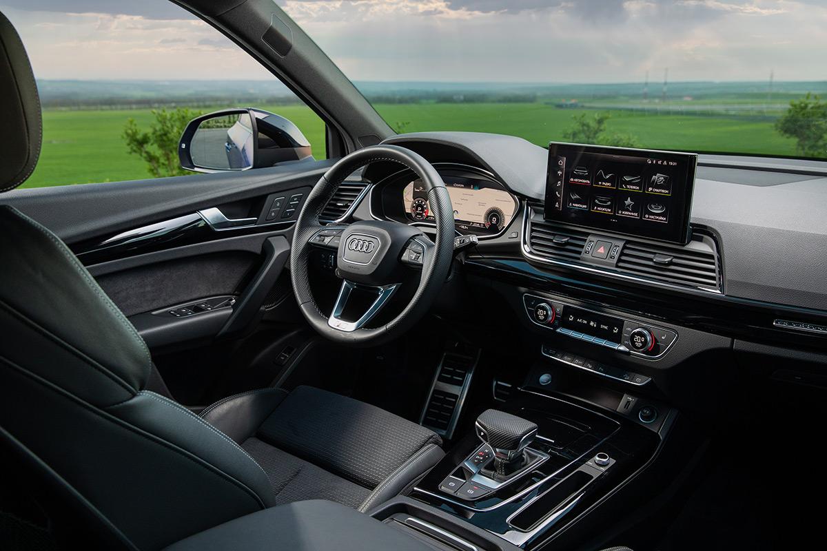 <p>Центральный сенсорный дисплей системы MMI с диагональю 10,1 дюйма входит в стандартное<br /> оснащение Audi Q5. А вот за цифровую приборку придется доплатить.</p>