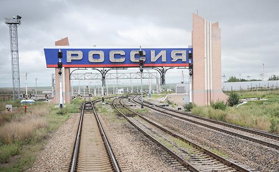Вид на российскую границу из окна поезда, следующего в Китай
