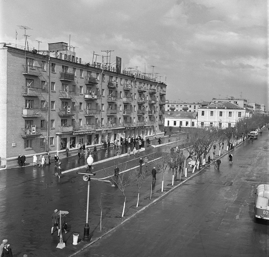 Октябрьская площадь вПавлограде, УкраинскаяССР. 1965 год