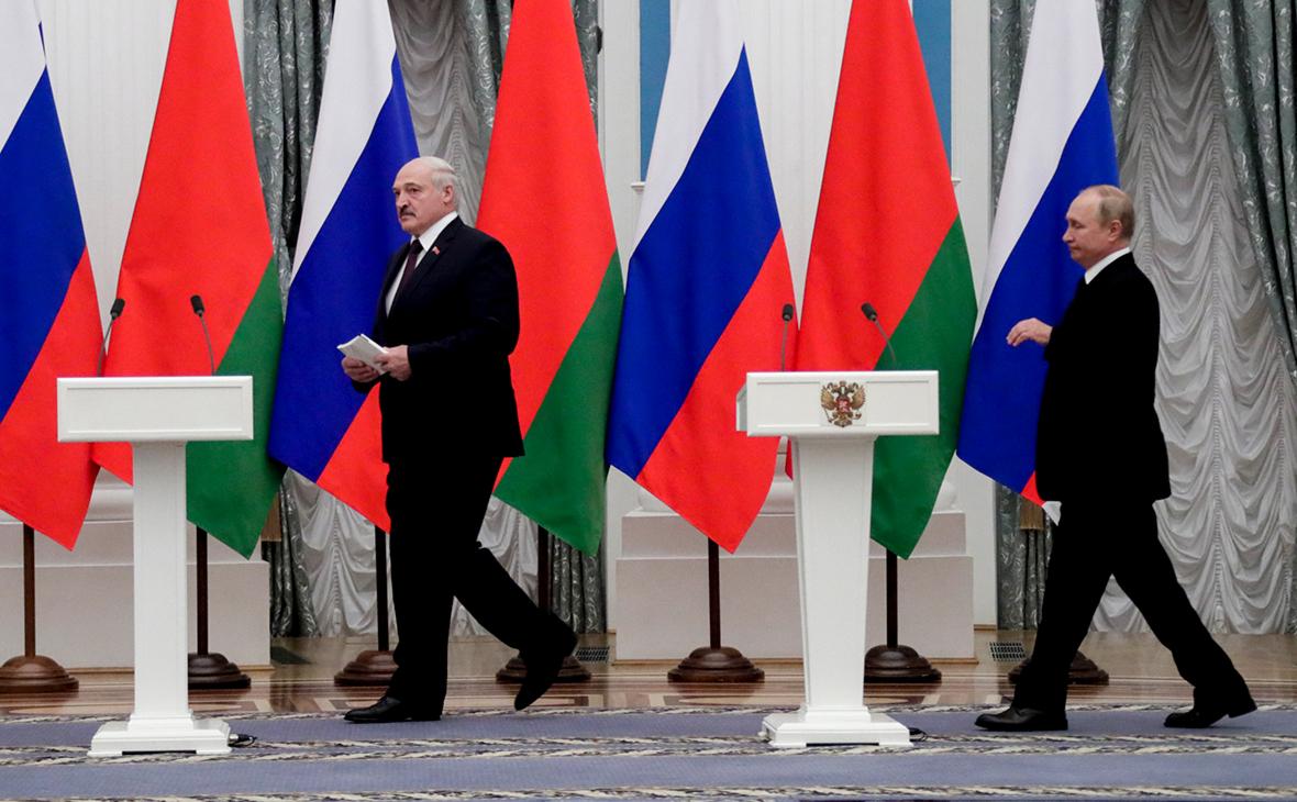 Владимир Путин и Александр Лукашенко (справа налево)