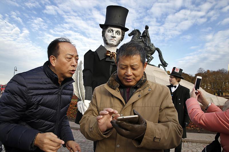 Картинки по запросу китайские туристы в петербурге