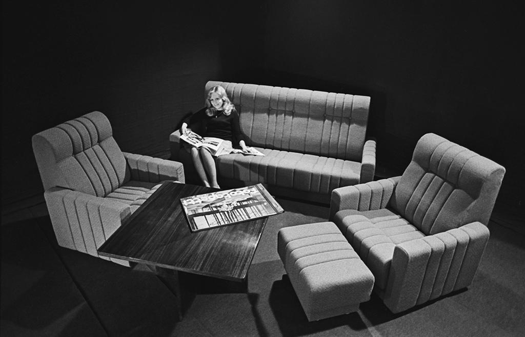 Таллинское научно-производственное мебельное объединение «Стандарт». Комплект новой мягкой мебели. 12 января 1976 года