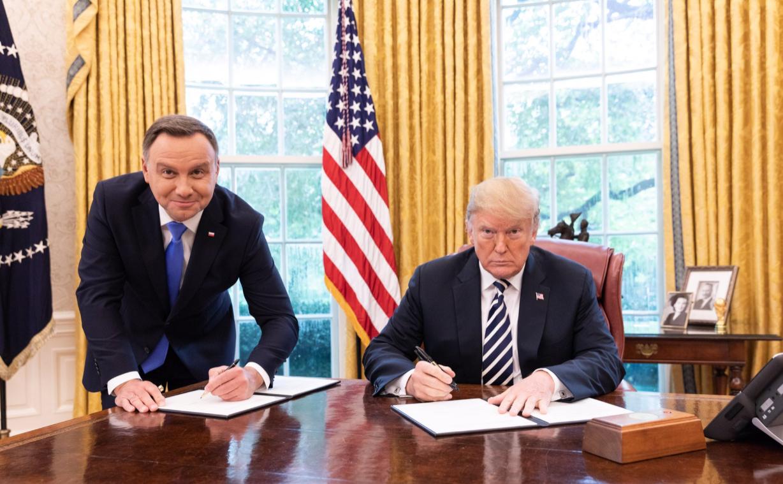 Анджей Дуда и Дональд Трамп в Овальном кабинете Белого дома