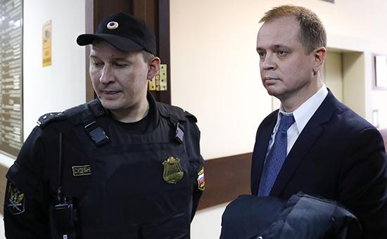 Адвокат семьи Дель Иван Павлов (справа)