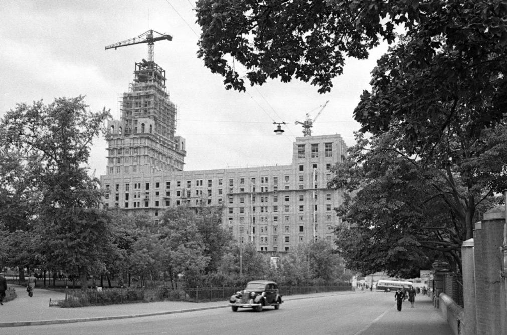 Строительство высотного здания на Лермонтовской площади. 1950 год. Автор фото: Г.Корабельников