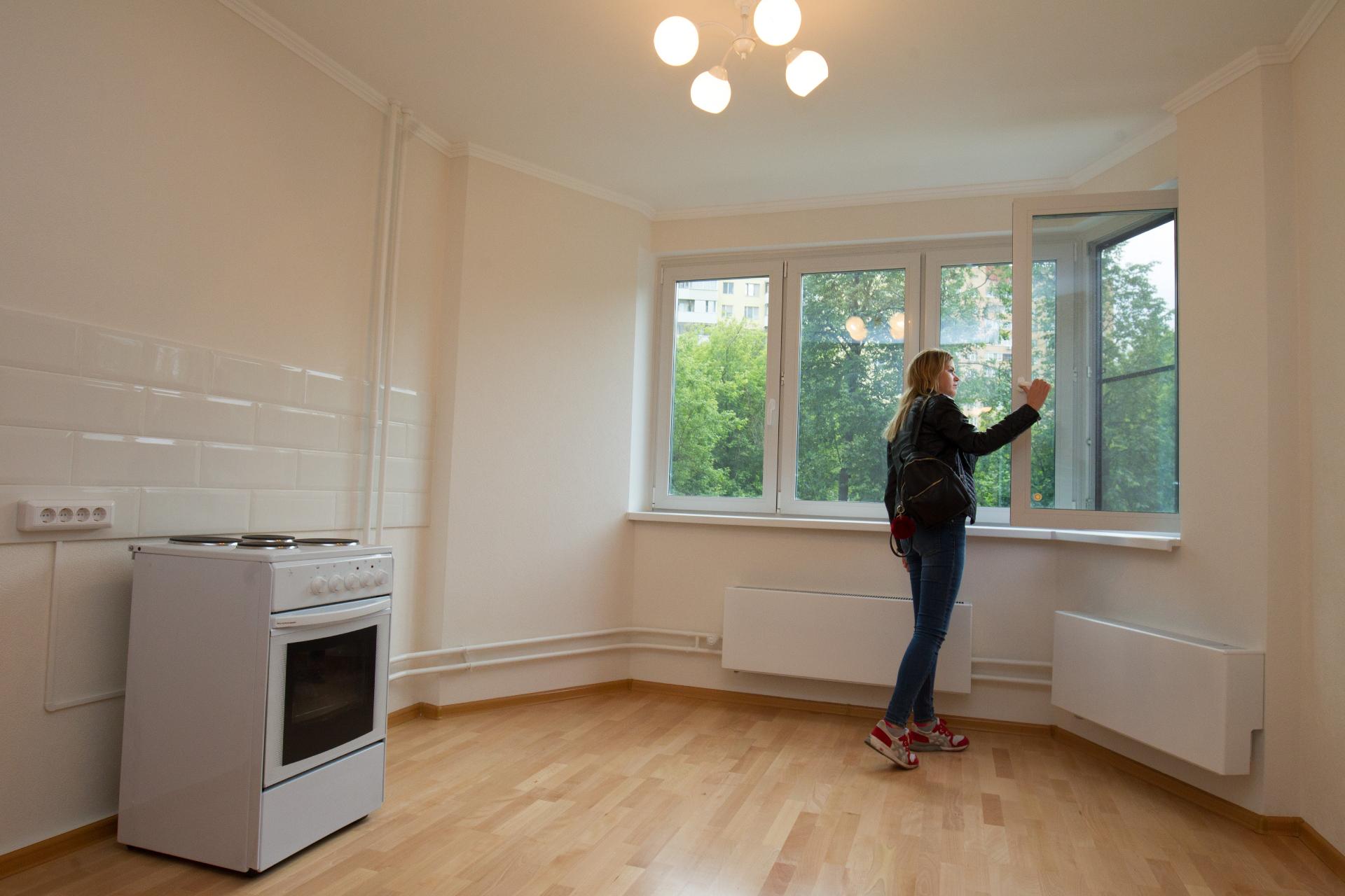 Кухня в одной из квартир в новом доме, который построен в рамках программы реновации