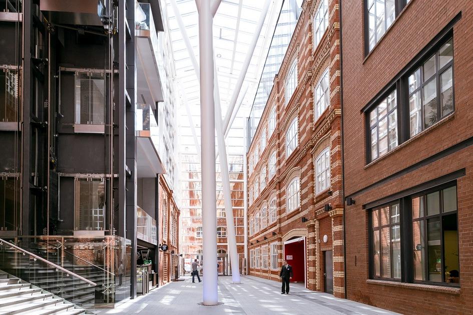 Номинация «Лучший атриум бизнес-центра» Культурно-деловой комплекс «Большевик» / архитектурное бюро John McAslan+Partners