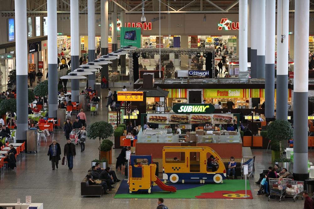 Торговый центр «Мега Белая Дача» был построен в 2006 году. За год его посещают более 250 млн человек