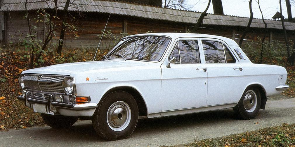 Существует миф, что мысли о том, чем можно заменить ГАЗ-21, начали появляться еще в начале 1960-х. В итоге Леонид Брежнев увидел в журнале Opel 1965 года выпуска, показал ее руководству завода и сказал, что новый автомобиль должен быть таким. Кроме того, вышедший после «двадцать первой» ГАЗ-24 часто сравнивают с Ford Falcon 1962 года.