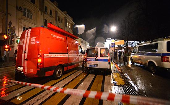 Спецслужбы неподалеку отостановки общественного транспорта, гдепроизошел взрыв