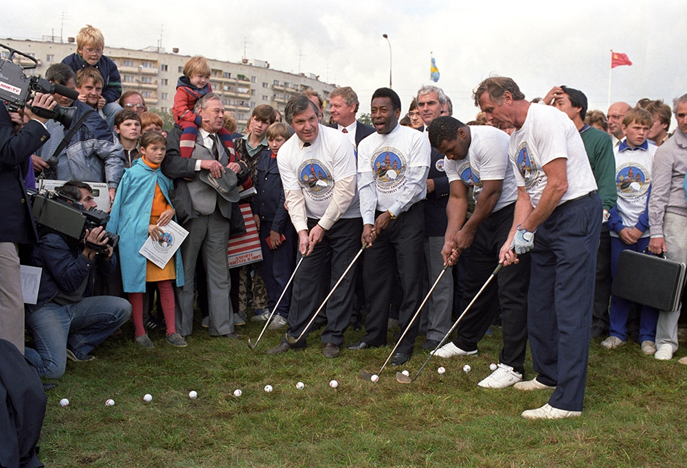 Открытие гольф-клуба в Москве, 1988 год. Слева направо: советский хоккеист Александр Рагулин, бразильский футболист Пеле, американский боксер Майк Тайсон и шведский спортсмен Тумба Юханссон