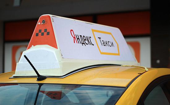 Один изавтомобилей водителей—партнеров сервиса «Яндекс.Такси»