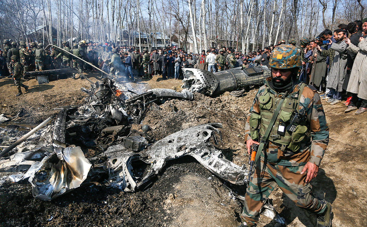 Обломки самолета МиГ-21 индийских ВВС