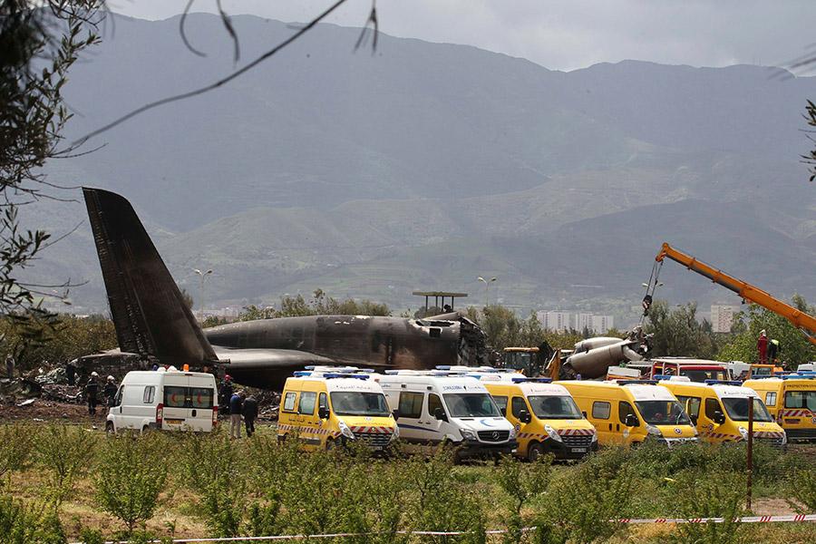 Самолет упал в районе сельскохозяйственных полейв вилайете Блида, неподалеку от города Буфарика, примерно в 30 км от столицы Алжира