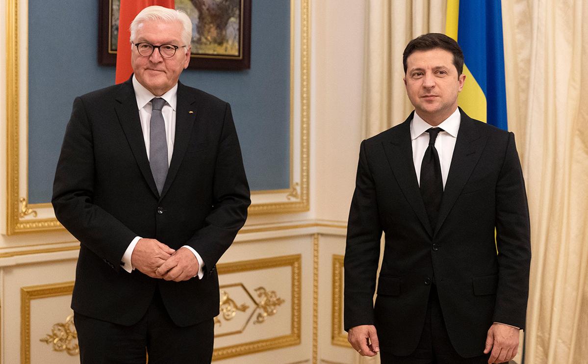 Франк-Вальтер Штайнмайер (слева) и Владимир Зеленский