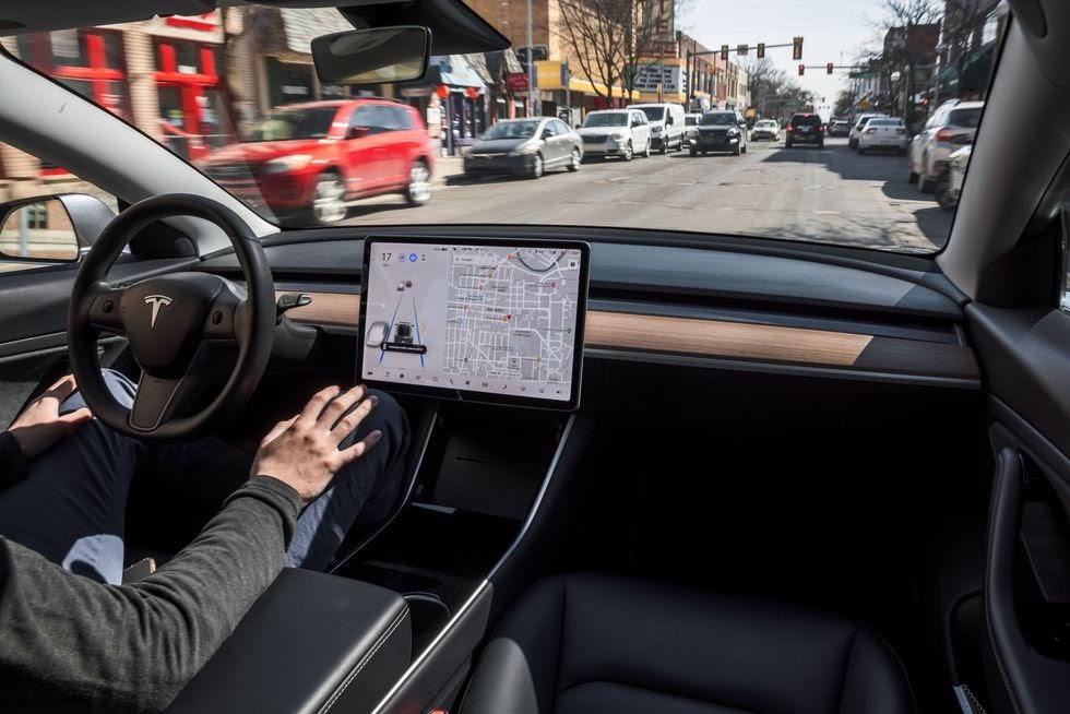 Салон автомобиля Tesla Model 3 Long Range
