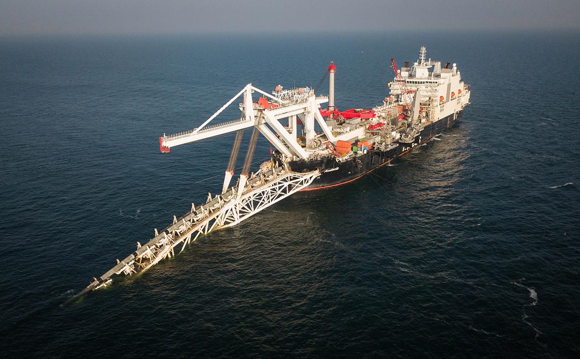 Укладка газопровода судном Pioneering Spirit
