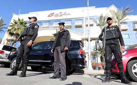 Полиция охраняет Bella Vista Hotel в Хургаде, на который совершили нападение двое вооруженных людей
