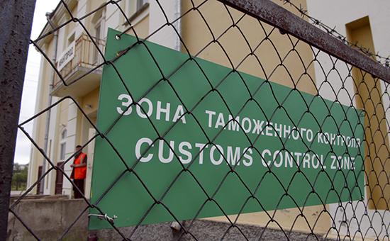 Зона таможенного контроля на российско-эстонской границе между Нарвой и Ивангородом