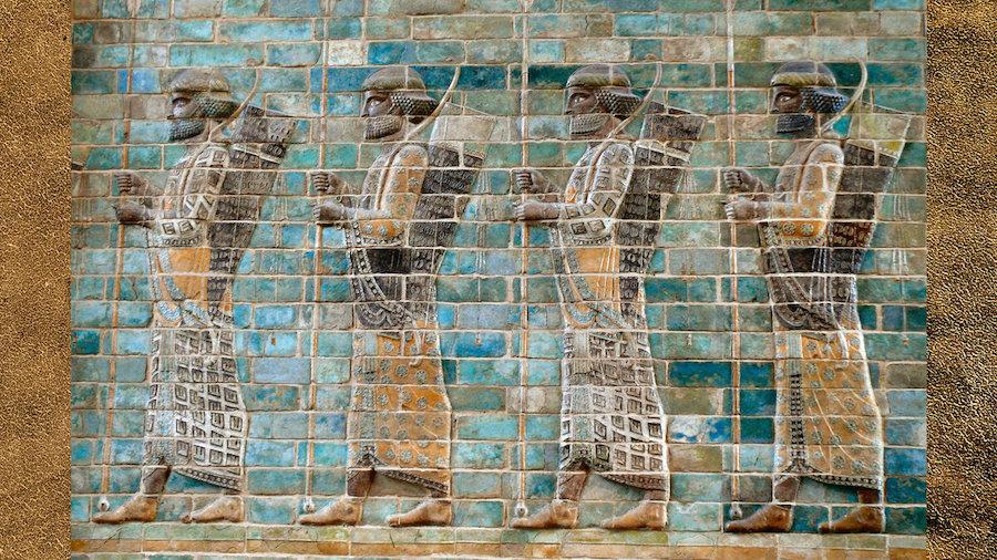 «Бессмертные» в своей униформе. Изображение на стене дворца Дария I в Сузах. Около 510г. до н.э.