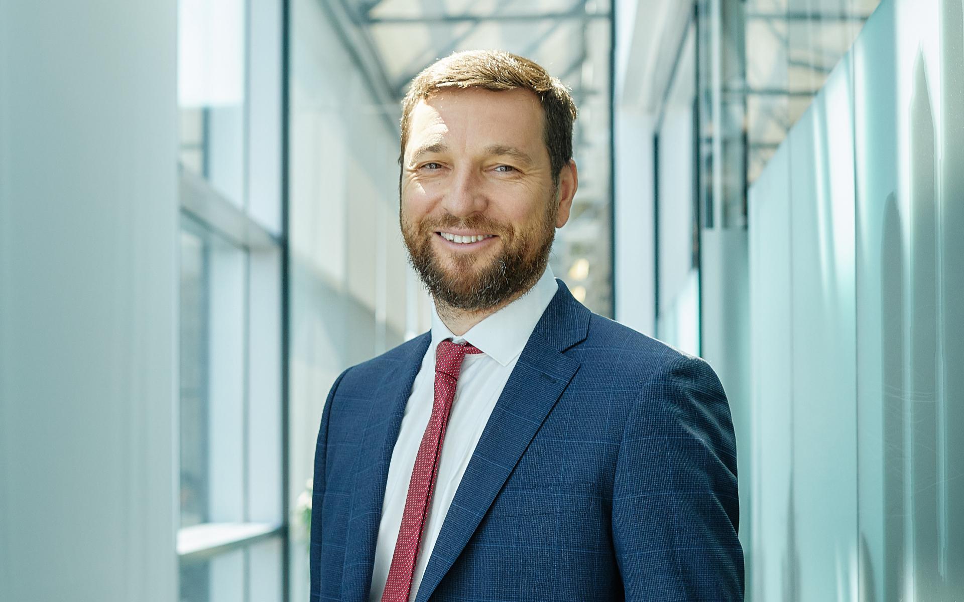 Алексей Ефимов, член совета директоров и глава департамента офисной недвижимости JLL
