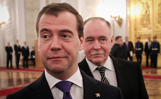 Премьер Дмитрий Медведев и глава Федеральной службы по контролю за оборотом наркотиков Виктор Иванов (слева направо)