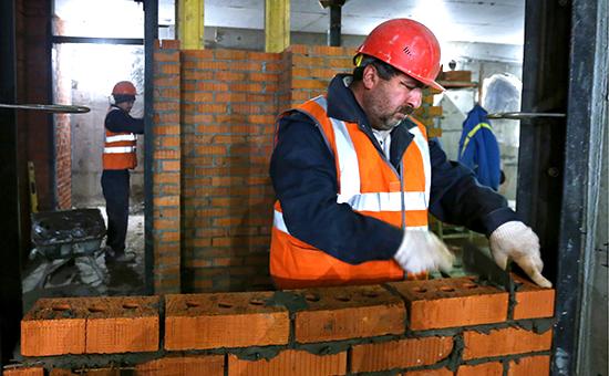 Рабочие на стройплощадке Калининско-Солнцевской линии метрополитена