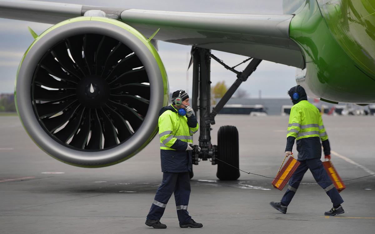 Летевший в Симферополь самолет сел в Ростове из-за проблем с двигателем