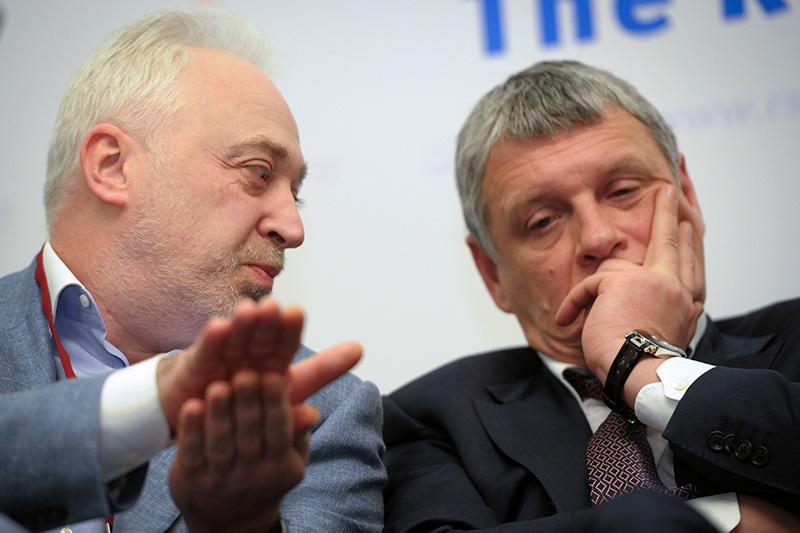 Член правления «Роснано» Юрий Удальцов (справа) и бывший гендиректор «Роснанотех» Леонид Меламед на конференции «Инновационная Россия—ответы на глобальные вызовы». Февраль 2012 года