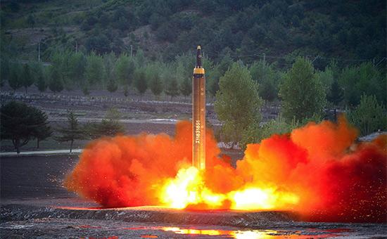 Северная Корея запускает баллистическую ракету«Хвасон-12». 15 мая 2017 года