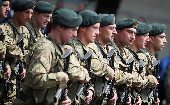 Грузинские военные вовремя парада  