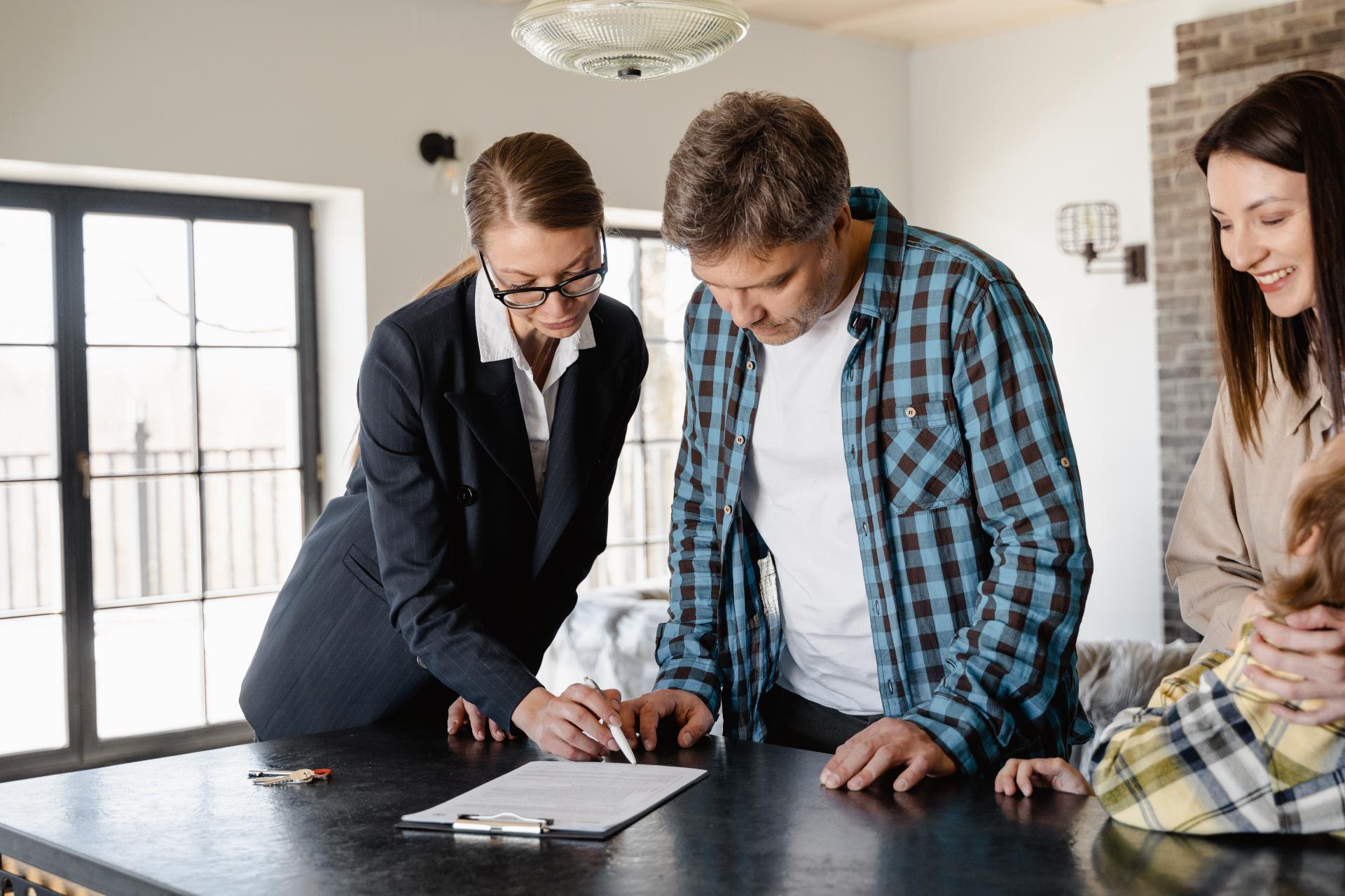 Перед продажей нужно собрать полнуюинформацию о своем объекте, найти все документы о праве собственности