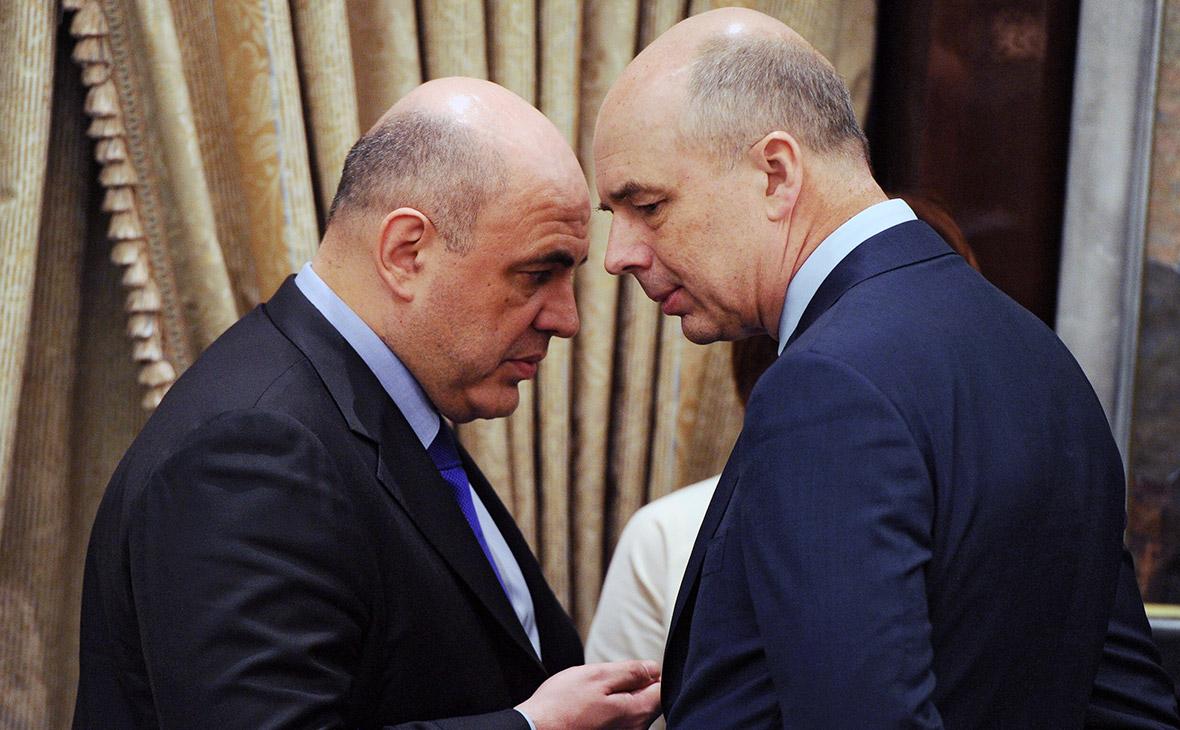 Руководитель Федеральной налоговой службыМихаил Мишустин (слева) и министр финансовАнтон Силуанов