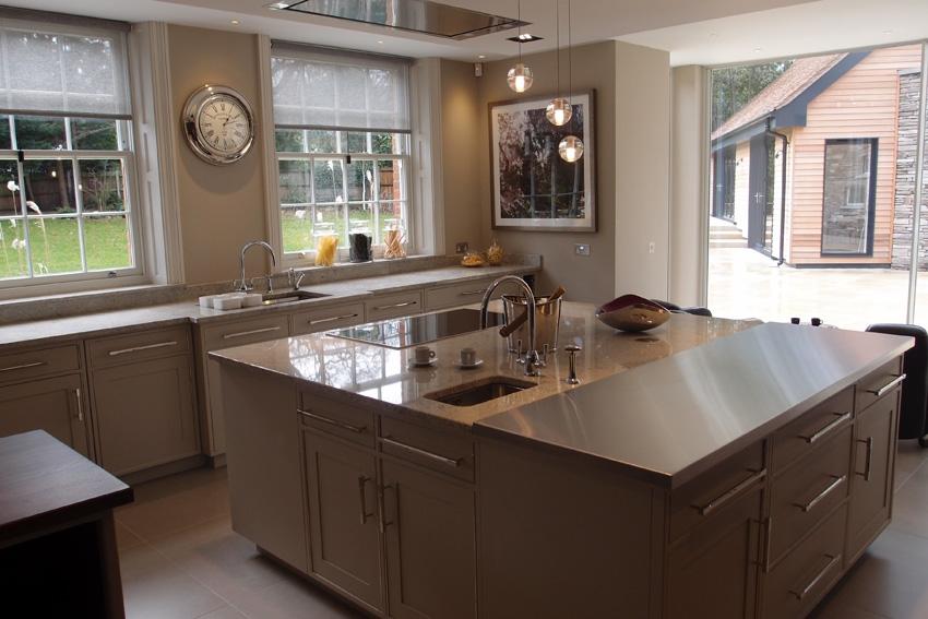 Кухня спроектирована культовым британским дизайнером Дэвидом Линли