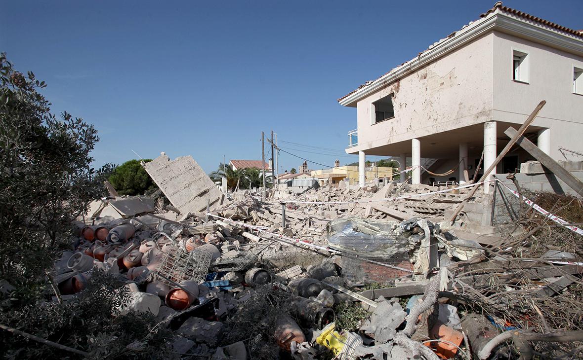 Развалины дома, где, предположительно, находилась база устроивших теракт в Барселоне боевиков