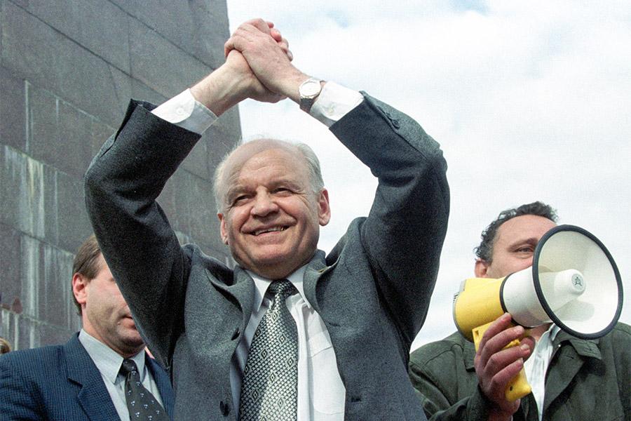 Виктор Черепков на митинге своих сторонников во Владивостоке. 2001 год