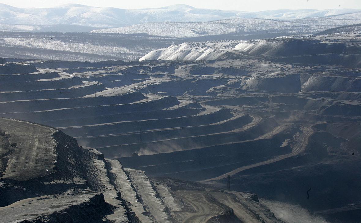 Карьер угольного разреза Эльгинского месторождения