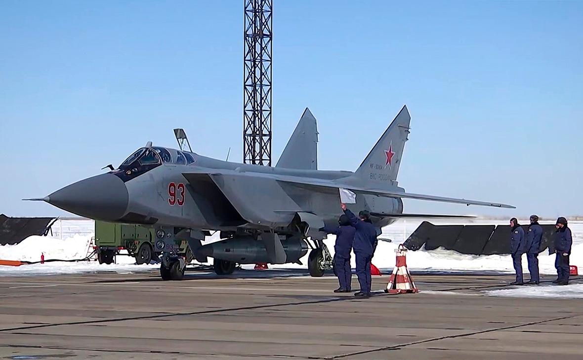 Истребитель МиГ- 31 с ракетой комплекса «Кинжал»