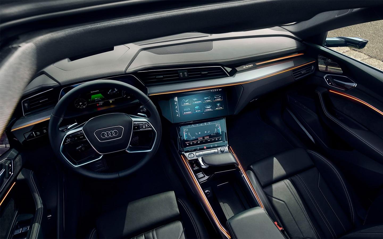 <p>Интерьер Audi e-tron</p>